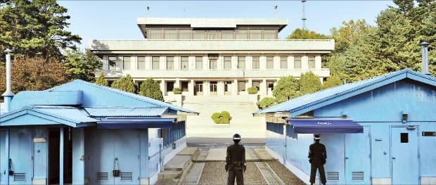 공동경비구역 안에 있는 판문점 군사회담장. 1953년 7월27일 이곳에서 정전 협정이 조인됐다.