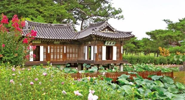 강릉 선교장에 있는 활래정