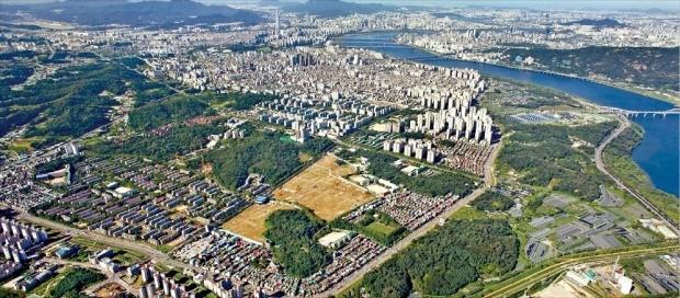 고덕주공 2단지 등 모두 7개 단지에서 재건축을 하고 있는 서울 강동구 고덕지구 일대 모습. 대우건설 제공