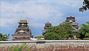 지진으로 일부가 파손된 구마모토 성