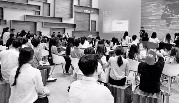 GS샵은 지난 10~11일 취업준비생 900여명을 대상으로 서울 양평동 강서N타워에서 'GS샵 채용설명회'를 열었다. GS샵 제공