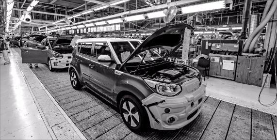 광주광역시는 자동차·에너지 산업을 지역 대표산업으로 육성하고 있다. 사진은 자동차산업의 핵심생산기지인 기아자동차 광주공장 쏘울 생산현장. 광주시 제공