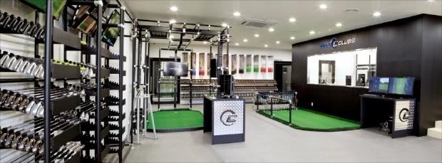 서울 강남구 논현동의 쿨클럽스코리아 피팅센터 1호점. 이곳엔 2개의 피팅룸과 1개의 퍼팅 분석 시스템이 있다. 골퍼들은 이곳에서 샷을 해보며 자신에게 맞는 클럽을 찾을 수 있다. 쿨클럽스코리아 제공