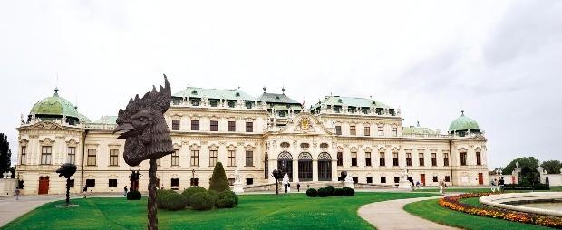구스타프 클림트의  작품이 전시된 벨베데레 궁전.