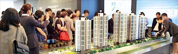 대림산업이 23일 서울 잠원동 신반포5차 아파트를 재건축하는 '아크로리버뷰' 모델하우스 문을 열고 분양에 나섰다. 대림산업 제공