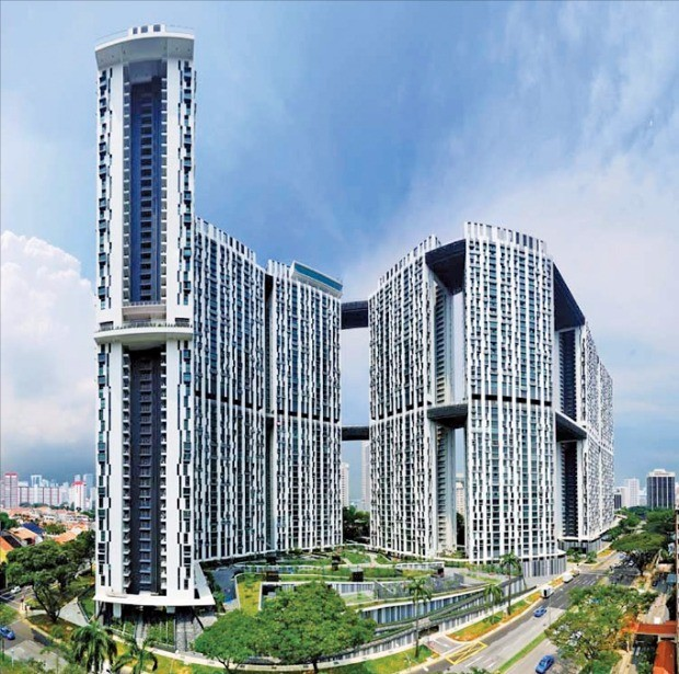 싱가포르 주택개발국(HDB)이 도심에 추진한 피너클 앳 덕스턴 (Pinnacle@Duxton)주택공급 프로젝트는 도심에서 근무하는 중하층 근로자들에게 가장 적절한 주택 공급 사례로 꼽힌다.