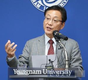 6일 기자회견을 열어 사의를 밝힌 노석균 총장. / 영남대 제공