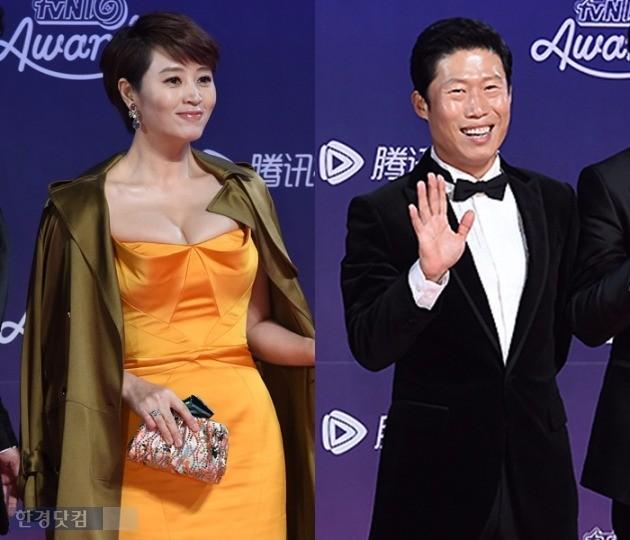 tvN 시상식에서 재회한 김혜수 유해진. 두 사람은 2008년부터 3년간 열애 끝에 헤어졌다. /사진=한경DB