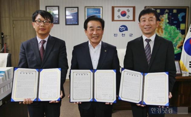 우미건설은 충북 진천군과 '충북혁신도시 우미 린스테이' 단지 내 국공립어린이집 건립을 위한 업무협약을 체결했다.