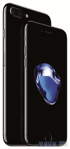 아이폰7(오른쪽)과 아이폰7 플러스. / 사진=SK텔레콤 제공