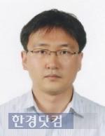 KAIST 정문술과학저널리즘대상을 수상하는 김기범 기자.