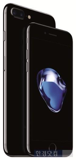 오는 21일 국내에 출시되는 '아이폰7'(오른쪽)과 '아이폰7 플러스'.