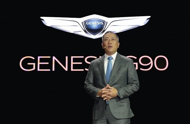 올해 1월 디트로이트 모터쇼에서 정의선 현대차 부회장이 제네시스 브랜드 전략과 방향성을 발표하고 있다. (사진=현대차 제공)