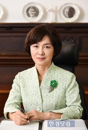 19일 전격 사임한 최경희 이화여대 총장. / 한경 DB