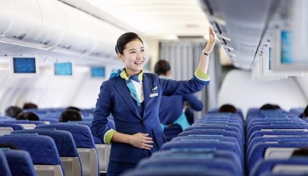 국내 항공사 승무원의 채용 경쟁률은 대형항공사 기준 약 100대 1, 저비용항공사(LCC) 기준 약 200대 1을 넘나든다. 승무원 지망생이 늘어나면서 승무원 학원에 대한 관심도 높아지고 있다. / 사진=한국경제DB