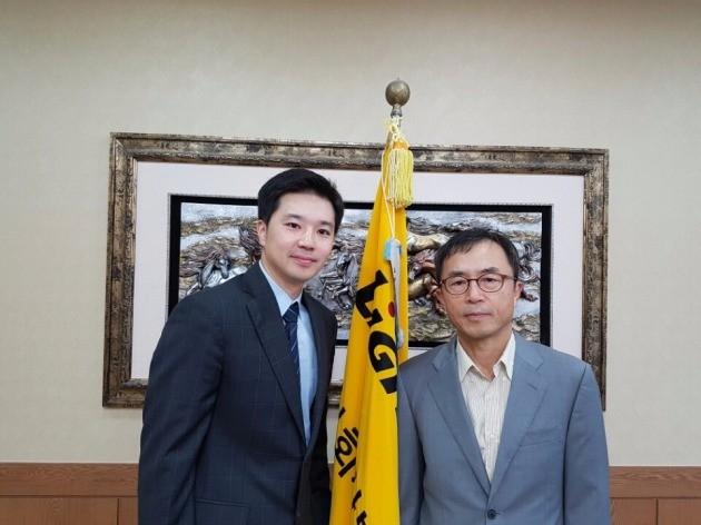 오중건 빛과전자 대표와 김홍만 전 대표