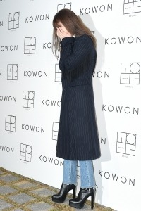[HEI포토] 정유미, '소녀처럼 부끄러워하는 모습'