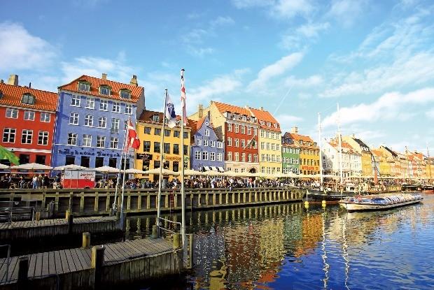 낭만이 흐르는 운하, 코펜하겐 뉘하운의 여유로운 풍경.
