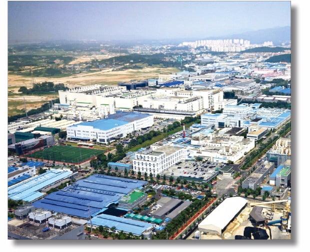 산업단지가 많이 조성되어 있는 지역일수록 해당 도시나 지역의 성장세가 두드러지는 것으로 나타난다