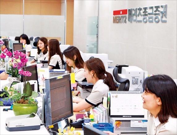 메리츠종금증권 강남금융센터.  2014년 강남지역 8개 지점을 통합해 설립한 대형 영업점으로 200명이 넘는 직원이 근무하고 있다. 관리자산은 7조원 수준이다.