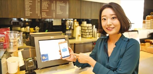 삼성증권은 최근 증권계좌에서 삼성페이로 결제와 발급을 할 수 있는 서비스를 선보였다.