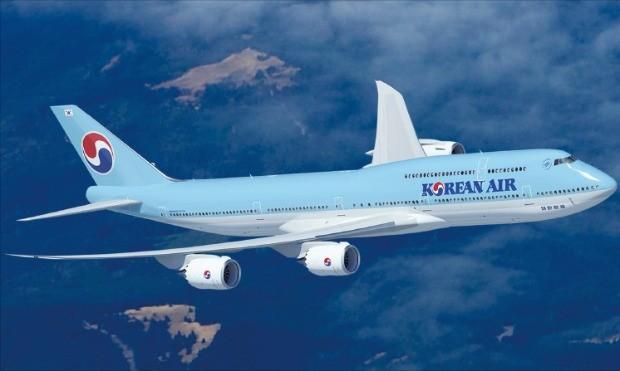 대한항공이 2018년까지 10대를 순차 도입할 차세대 항공기인 'B747-8i'. 기존 B747-400 대비 동체 길이가 5.6m 길어서 50여석을 추가할 수 있다.