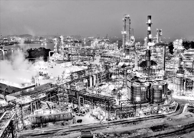 에쓰오일 울산공장 석유화학 생산시설인 제2 아로마틱 콤플렉스.