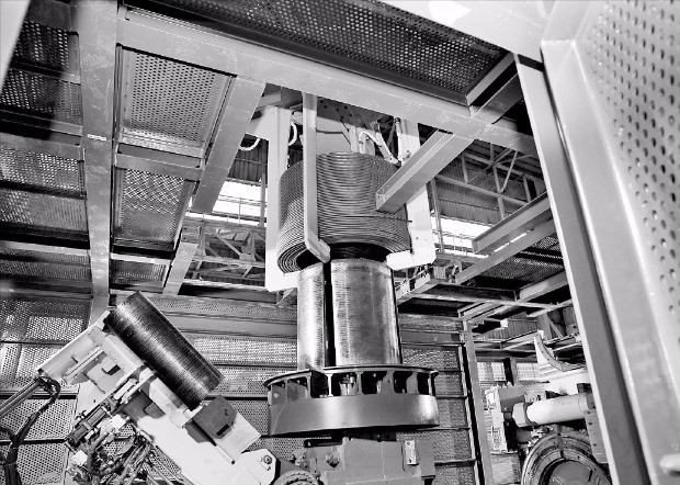 지난 2월부터 상업생산을 시작한 동국제강의 포항 봉강공장 생산 현장.