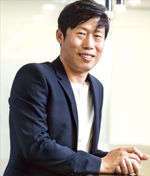 13일 개봉하는 영화 '럭키'에서 무명배우가 된 킬러를 연기한 배우 유해진.