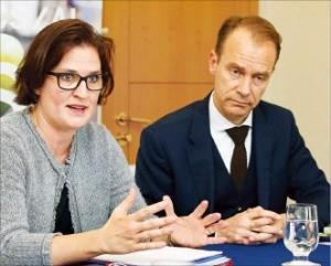 라이스텐 본부장(오른쪽)과 에바 플라츠 한국담당 매니저