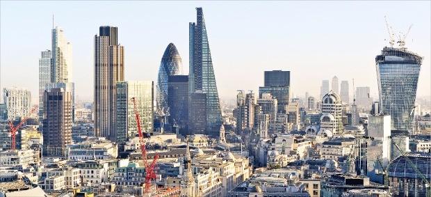 영국 정부와 런던시가 런던 테크시티를 지원하면서 디지털 기업 3만여개, 근로자 15만명, 연면적 158만6700㎡(약 48만평)의 거대한 혁신지역으로 자리잡았다. 전통적인 금융회사와 혁신적인 핀테크(금융+기술) 업체들이 모여 있는 '시티 오브 런던'.