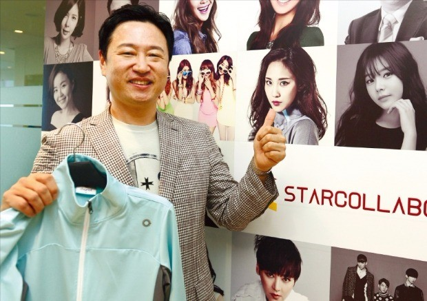 김민석 스타콜라보 대표가 12일 서울 가양동 본사 사무실에서 스포츠웨어 브랜드 체리어트의 제품과 스타 마케팅 전략을 설명하고 있다. 스타콜라보  제공
