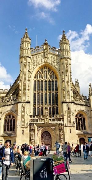 영국 중세 교회 건축물의 대표작인 배스 수도원