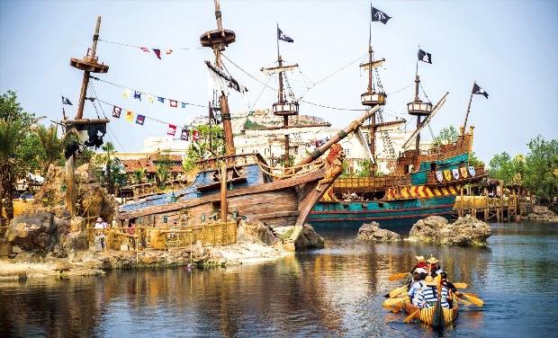 해적이 출몰하는 바다를 재현한 '트레저코브'