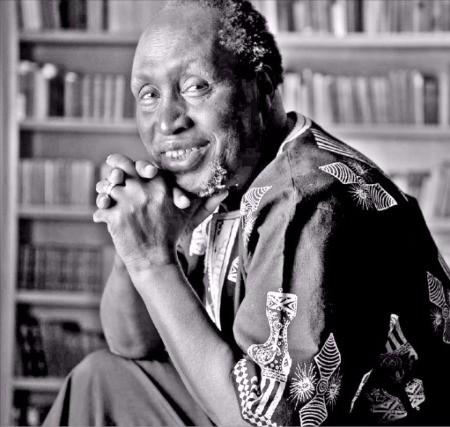 《십자가 위의 악마》를 쓴 케냐 출신 소설가 응구기 와 티옹오. 창비 제공