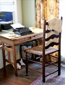 마거릿 미첼이 원고를 쓰던 책상을 고스란히 재현해 놨다.