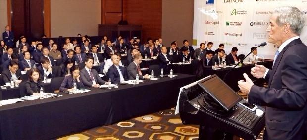 제프리 크래스노프 리얼토캐피털 대표가 'ASK 2016' 행사에서 '미국 부동산 투자 기회' 강연을 하고 있다. 허문찬 기자 sweat@hankyung.com