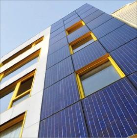 미국 뉴욕시 건물 벽에 설치된 태양광 패널. 솔라그린 프로젝트 제공