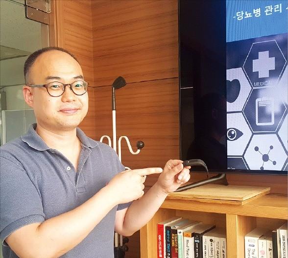 최두아 휴레이포지티브 대표가 제품을 설명하고 있다.  김근희 기자