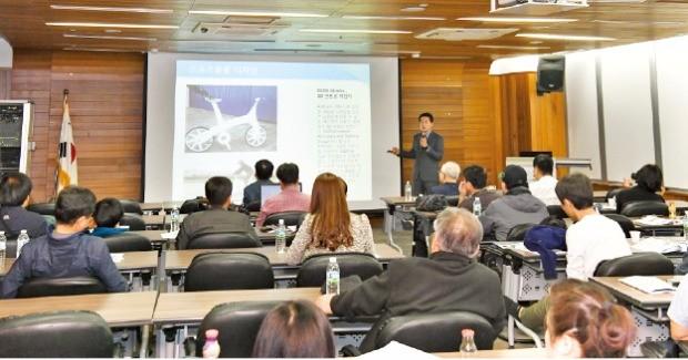 경기테크노파크 RIT센터 3층 대회의실에서 열린 '3D프린터 산업과 미래' 주제의 컨퍼런스에는 100여명의 중소제조기업 관계자가 참석해 높은 관심을 보였다.