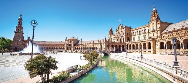 1929년 에스파냐 아메리카 박람회를 위해 지은 스페인 광장.