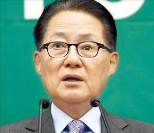 박지원 국민의당 비상대책위원장이 27일 열린 의원총회에서 새누리당과 더불어민주당의 특검 추진에 반대 견해를 밝혔다. 연합뉴스