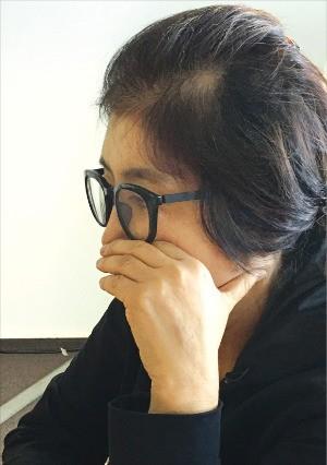 박근혜 정부 '비선 실세' 의혹을 받고 있는 최순실 씨가 26일(현지시간) 독일 헤센주의 한 호텔에서 인터뷰하고 있다. 세계일보 제공