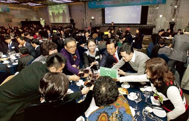 코오롱그룹은 지난해 말 입사가 확정된 대졸공채 응시자와 그들의 부모님을 초대해 '웰커밍파티'를 열었다.