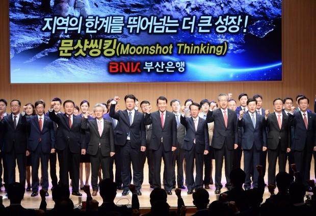 부산은행 창립 49주년 기념식 - 성세환 회장(가운데)