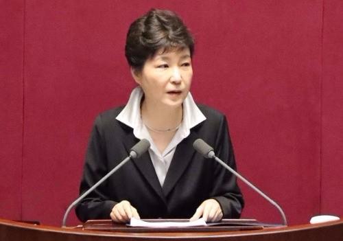 박근혜 대통령이 24일 오전 국회 본회의에서 2017년도 예산안 시정연설을 하고 있다. 연합뉴스