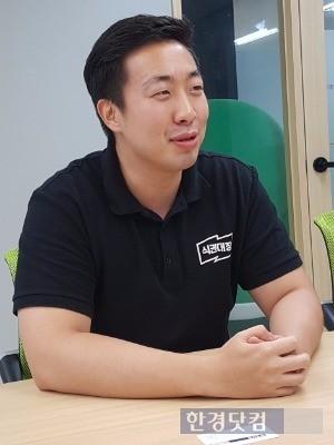 엄격한 근태 관리로 회사 내에서 '장쌤'으로 불리는 장준영 최고운영책임자(COO). 금융업계 출신인 그는