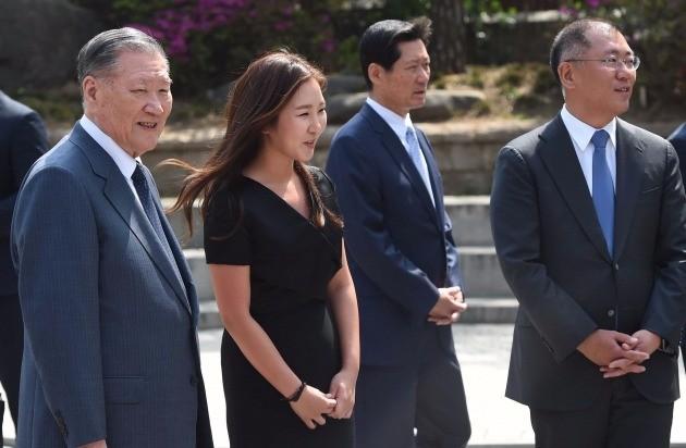길용우 씨의 아들 성진 씨와 결혼하는 선아영 씨(가운데). 한경DB