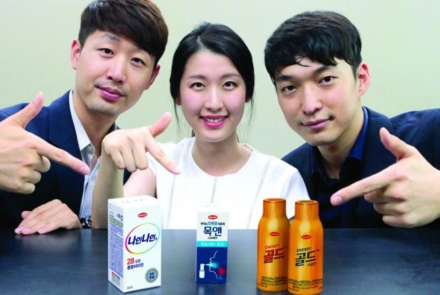왼쪽부터 나인나인과 목앤, 골드 마케터인 김태윤 PM, 정승희PM, 류태열 PM