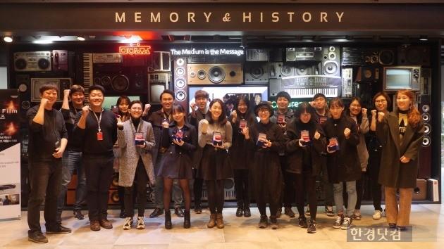 지난 15일  서울시 마포구 상암동 문화창조융합센터에서 열린 '제 2회 코미코 웹툰 글로벌 루키 공모전' 시상식에 참석한 수상자들. / 사진=NHN엔터테인먼트 제공